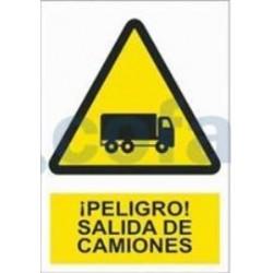 SEÑAL POLIESTILENO ¡PELIGRO! SALIDA DE CAMIONES 420X297 MM